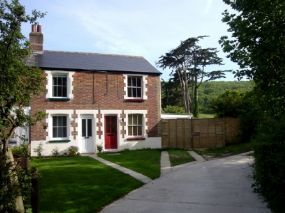Little Moon Pet Friendly cottages Freshwater Isle of Wight dog friendly cottage